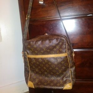 ❤Louis Vuitton LARGE Cross Body ❤